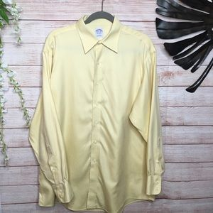 Brooks Brothers light yellow buttons down 16.5/34